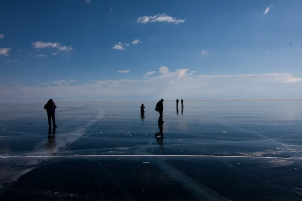 Озеро Байкал зимой лёд Фото