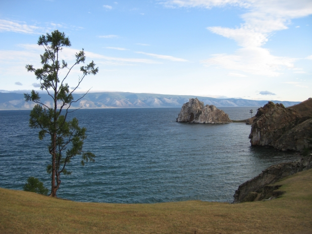 Скала Шаманка мыс Бурхан остров Ольхон озеро Байкал фото